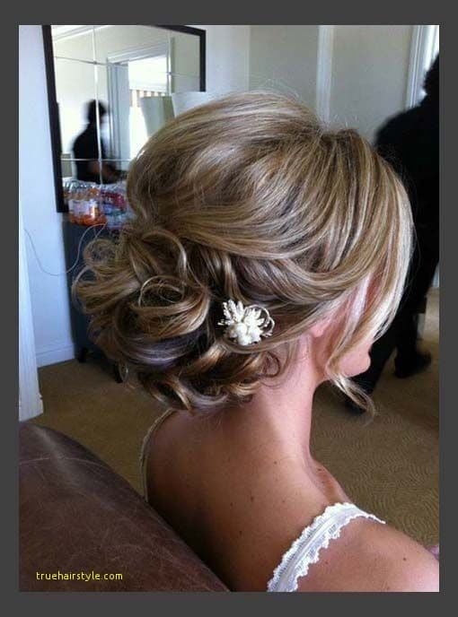 lovely simple wedding hairstyle for medium length hair
