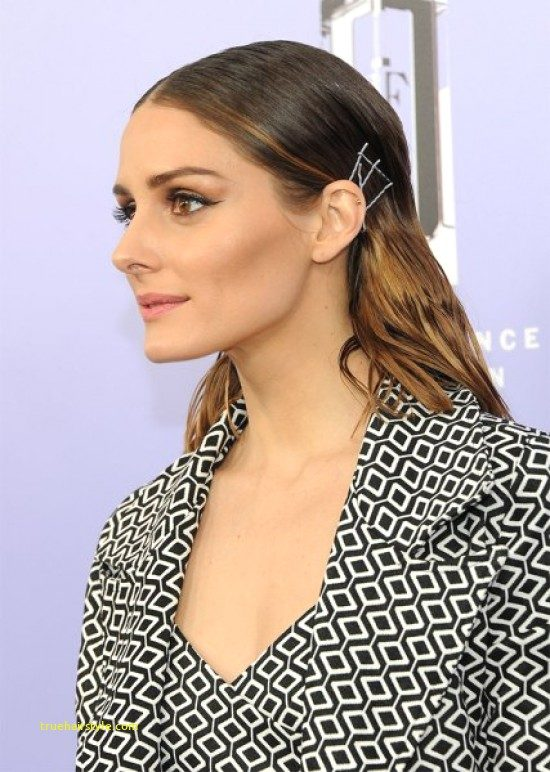 elegant bobby pin hairstyle in this year 1